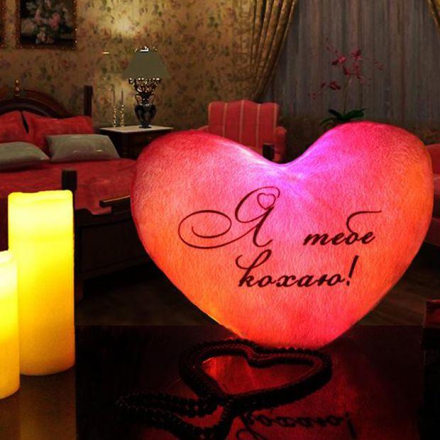 """Светящаяся подушка - пылающее сердце """"Я тебе кохаю"""""""