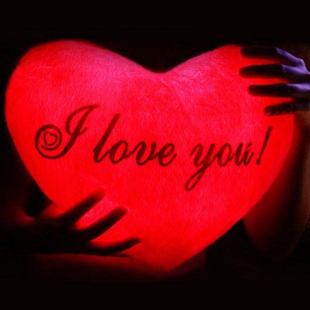 """Светящаяся подушка - пылающее сердце """"I love you"""""""