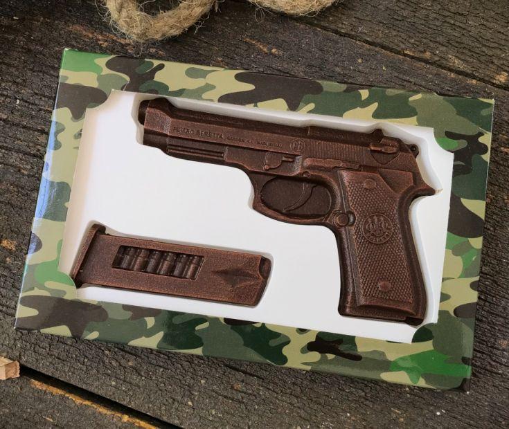 """Шоколадный набор """"Пистолет с обоймой"""""""