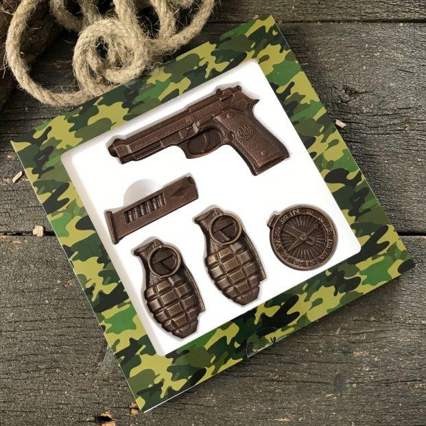 """Шоколадный набор """"Пистолет с гранатами"""""""